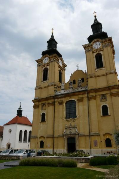 Katedra Św. Stefana (pocz. XIII, przeb. XVIII barokowa).