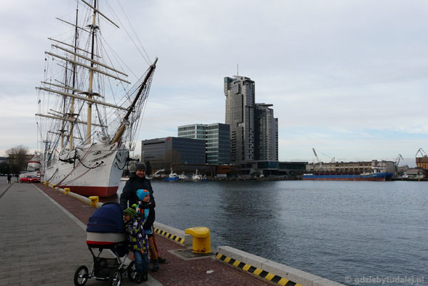 Molo Południowe. W tle Sea Towers.
