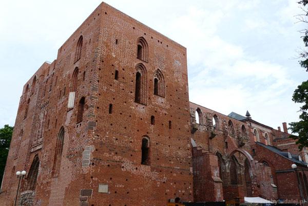 Ruiny XIII-wiecznej katedry.