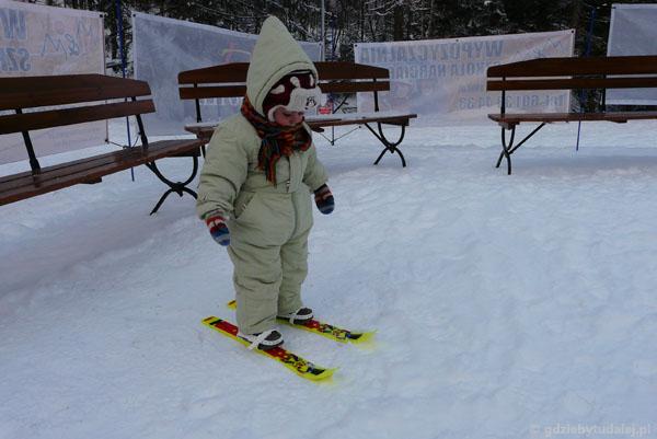 Sebuś też chce jeździć na nartach.