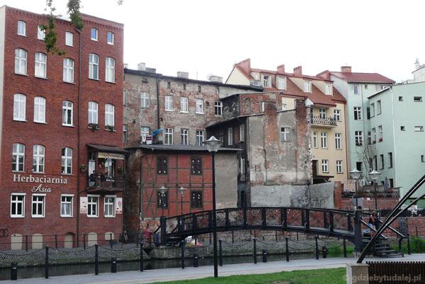 Tu mieszkała rodzina z filmu A. Maleszki ,,Magiczne Drzewo''.