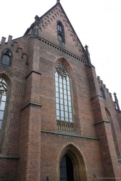 Wejście do gotyckiej (XIV w) Katedry.