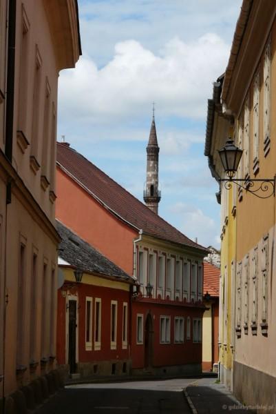 Minaret - egzotyczy detal egerskiej starówki.