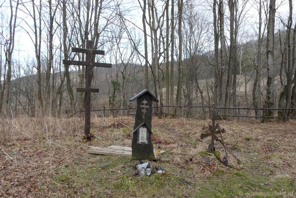 Na terenie dawnego cmentarza.