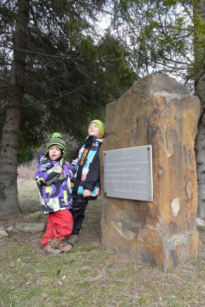 Obelisk upamiętniający bytność Fredry w Rabem.