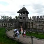 Rekonstrukcja osady łużyckiej (VIII w p.n.e.).