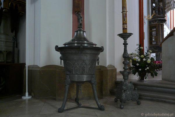 Najstasza w Czechach cynowa chrzcielnica (1406 r).