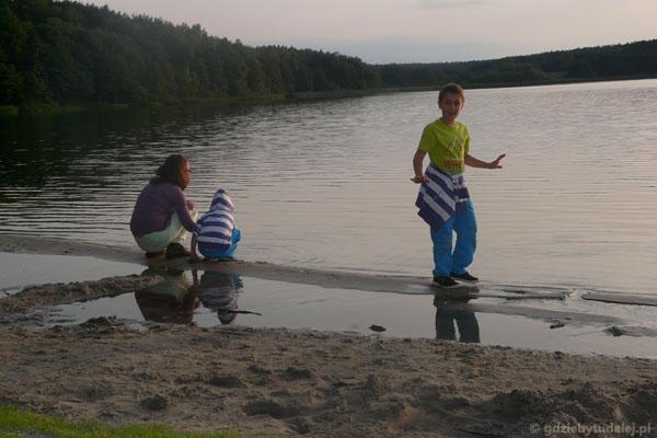 Rekonesans - powitanie z jeziorem w Rozalinowie.