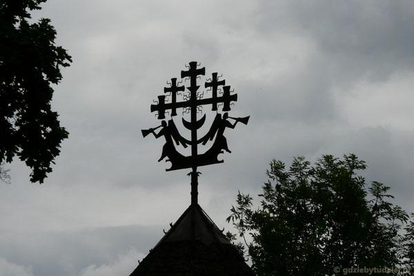 09. Zwieńczenie ośmiobocznej kapliczki z XIX w.