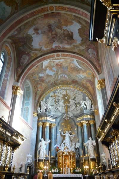 Barokowe wnętrza kościoła św. Wojciecha w Jędrzejowie.