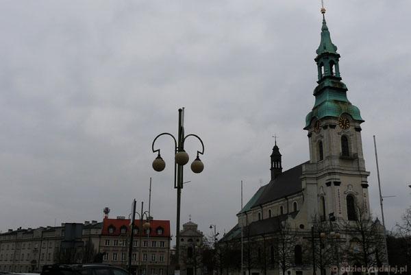 Plac Św. Józefa z Bazyliką Sanktuarium Wniebowzięcia NMP.
