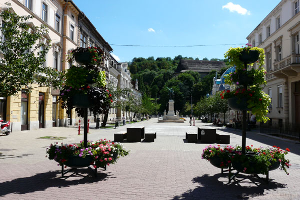 Plac Elżbiety z pomnikiem Kossutha, Miszkolc.