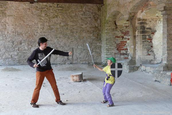 W zamku rozgrywa się pojedynek rycerski.