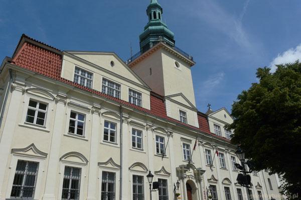 Dawne kolegium jezuickie (XVII-XVIII), obecnie funkcje ratusza.