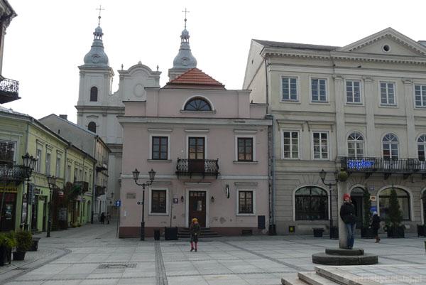 Rynek i Kościół Jezuitów.
