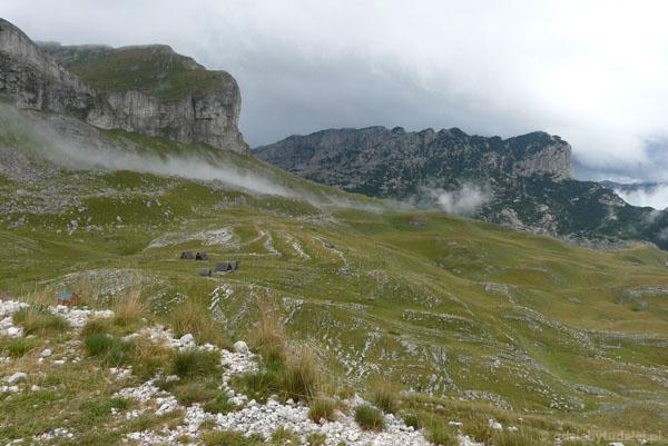 Widok z przełęczy pod szczytem Sedlena Greda.