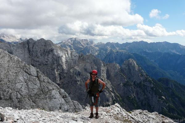 Zejście z Prisojnika na Przełęcz Vrsc.