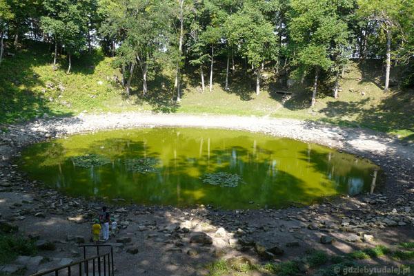 Krater po upadku meteorytu w Kaali.