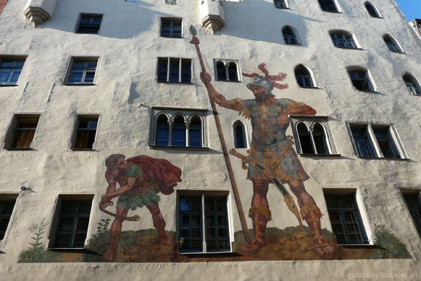 Dom Goliata pokryty XVI-wiecznymi freskami.