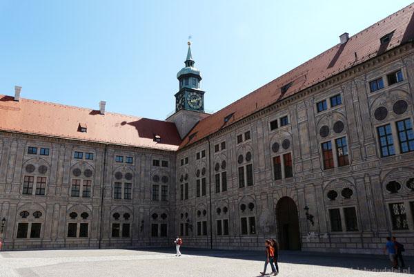 Rezydencja (XVI, przeb.), dziedziniec cesarski.