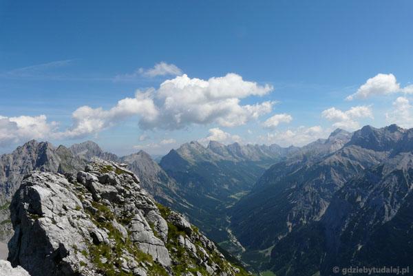 Wokół panoramiczne widoki na Alpy.