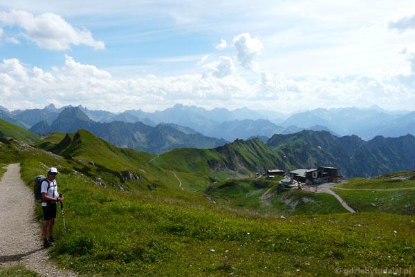 Dochodzimy do pośredniej stacji kolejki na Nebelhorn.