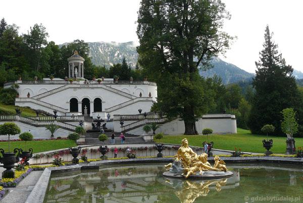 Zamek Linderhof  - widok na Świątynię Wenus.