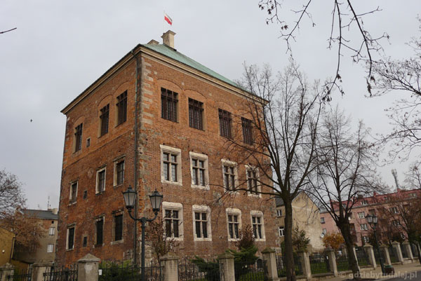 Zamek - wieża mieszkalna Zygmunta Starego, XVIw.