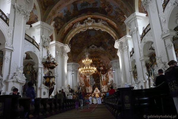 Barokowy kościół klasztorny cysyersów, XVIII, Krzeszów.