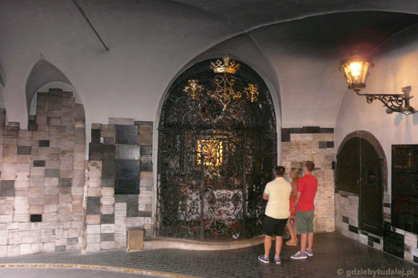 Kaplica wotywna w Bramie Kamiennej.