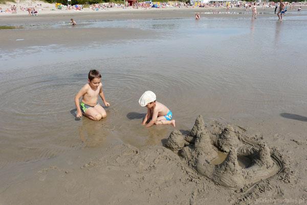 Na plaży w Pärnu - nasza warownia.