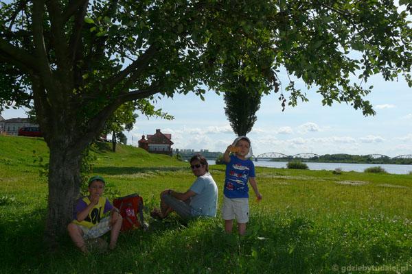 Zasłużyliśmy na postój pod jabłonką.