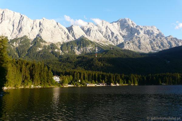 Masyw Zugspitze znad Eibsee.