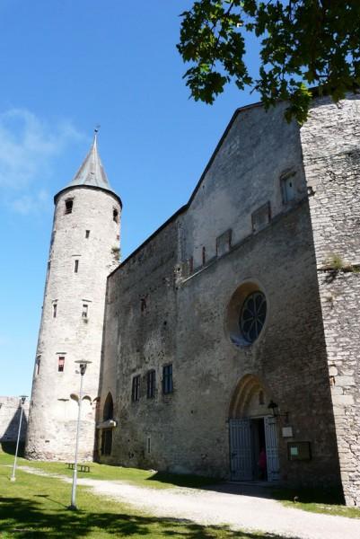 Romańsko-gotycka katedra św. Mikołaja (XIII).