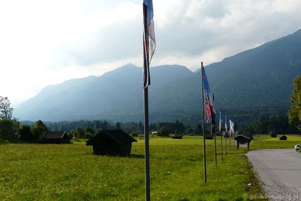 Hala w Ga-Pa z widokiem na Alpy Ammergauer.