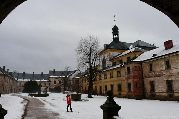 Kompleks barokowych budynków w Kuks - dziedziniec.