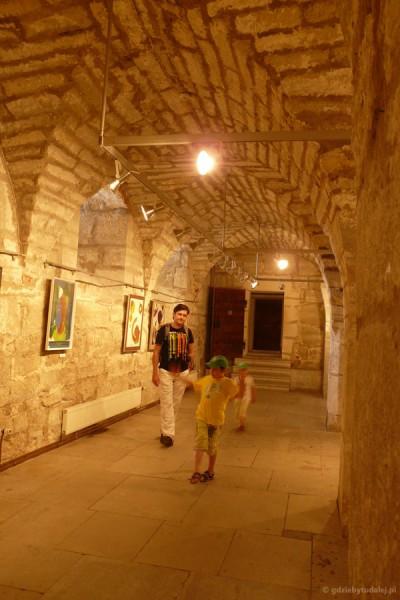 Średniowieczne wnętrza zamku w Kuressaare.