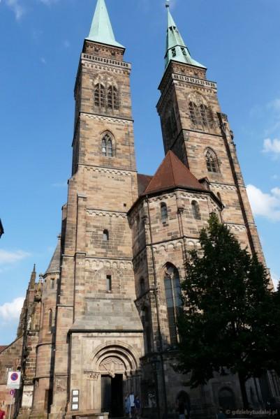 Romańska fasada kościoła Św Sebalda (XIII-XIV).