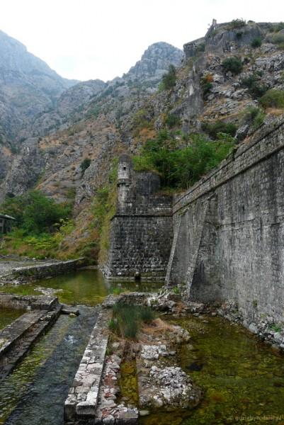 Rzut oka na kotorskie fortyfikacje.