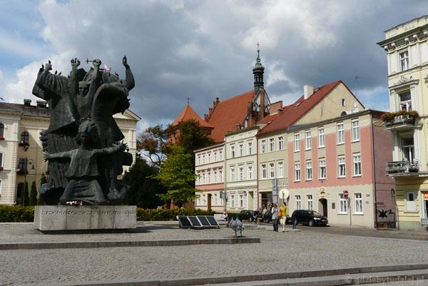Stary Rynek, widok na kościół katedralny.