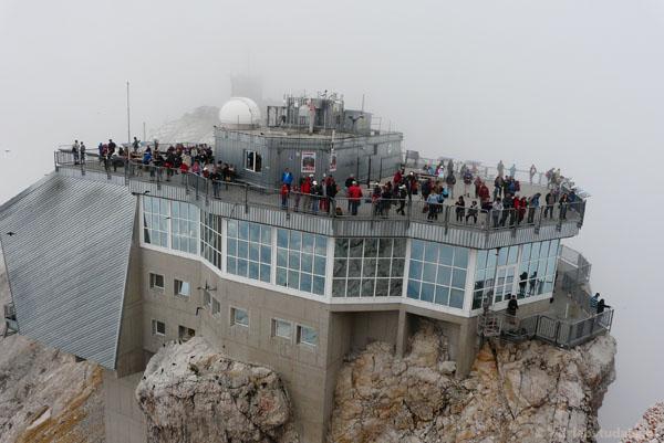 Zindustrializowany szczyt Zugspitze.