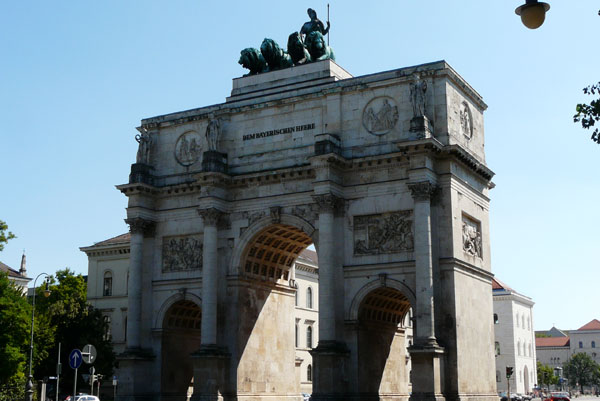 Brama zwycięstwa na ulicy Ludwika.