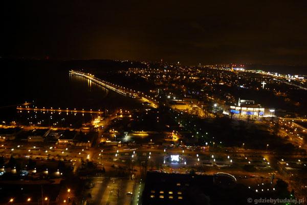 Gdynia nocą - widok na Kępę Redłowską.