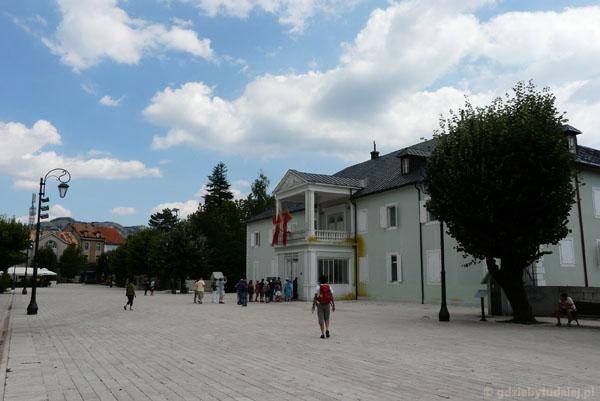 Trg Kralja Nikole, w tle dawny pałac króla Mikołajja.