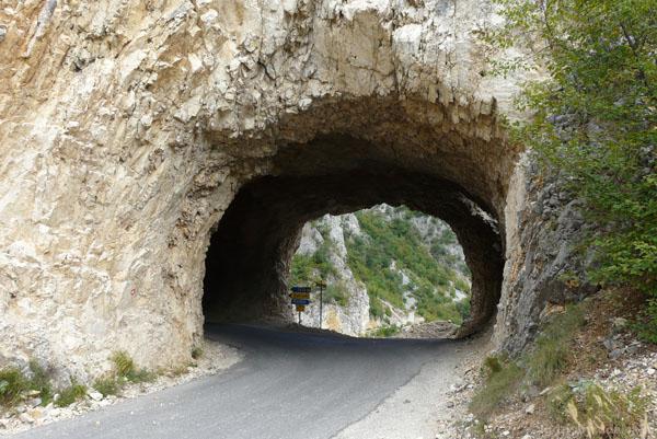 W tunelu może być nawet skrzyżowanie.