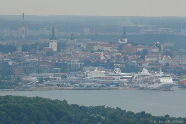 Wzgórze Toompea i fragment Dolnego Miasta w Tallinnie.