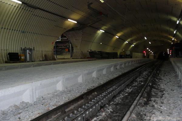 Górny peron kolejki zębatej na Zugspitze.