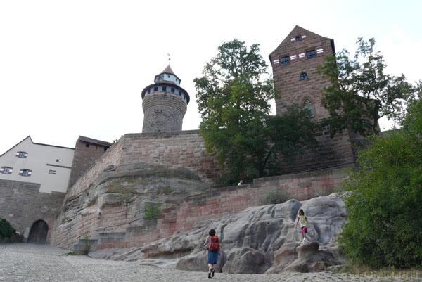 Zamek Cesarski (pocz. XII, XV-XVI).