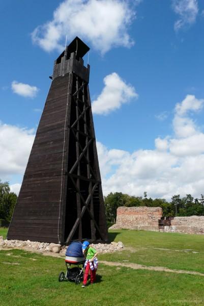 Wystawa machin oblężniczych - wieża.