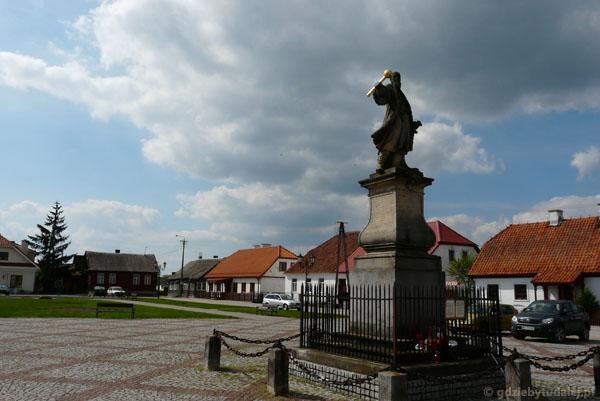 Pomnik Stefana Czarnieckiego (najstarszy świecki, XVIII).